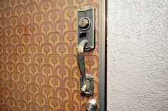 玄関の引き手がカッコイイ。(2009-07-17,共用部,OTHER,1F)