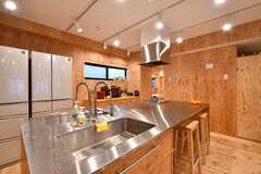 キッチンの様子。アイランドキッチンです。(2019-12-19,共用部,KITCHEN,2F)