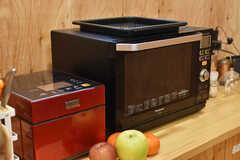 炊飯器と電子レンジの様子。(2019-12-19,共用部,KITCHEN,2F)