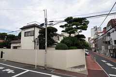 シェアハウスの外観。庭のある大きな一軒家です。(2011-09-27,共用部,OUTLOOK,1F)