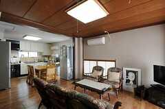 シェアハウスのリビングの様子2。(2011-09-27,共用部,LIVINGROOM,2F)