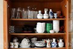 食器棚には高級な食器や、普段使いには上品すぎる食器も。(2011-09-27,共用部,OTHER,2F)