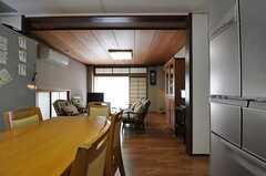 キッチン側から見たリビングの様子。(2011-09-27,共用部,LIVINGROOM,2F)