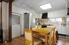 シェアハウスのダイニング・キッチンの様子2。(2011-09-27,共用部,LIVINGROOM,2F)
