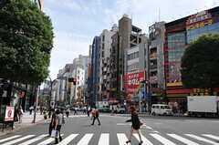 シェアハウスから各線・渋谷駅へ向かう道の様子。(2011-09-27,共用部,ENVIRONMENT,1F)