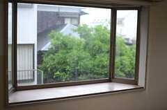 出窓の様子。(102号室)(2013-05-30,専有部,ROOM,1F)