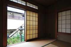 障子戸から見た庭の様子。(103号室)(2013-05-30,専有部,ROOM,1F)