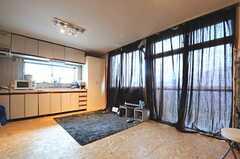 入居中の専有部の様子。床など、DIYが施されています。(203号室)(2013-05-30,専有部,ROOM,2F)