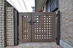 門扉の様子。(2011-03-08,周辺環境,ENTRANCE,1F)