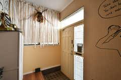 内部から見た玄関まわりの様子。(2021-03-24,周辺環境,ENTRANCE,1F)