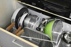 鍋やフライパンはヒーター下に収納されています。(2021-03-24,共用部,KITCHEN,1F)
