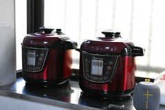 電気圧力鍋も用意されています。(2021-03-24,共用部,KITCHEN,1F)