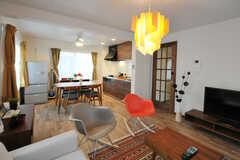 リビングの様子3。奥にダイニング・キッチンがあります。(2012-10-23,共用部,LIVINGROOM,3F)