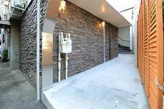 シェアハウスのエントランスの様子。(2012-12-07,共用部,OUTLOOK,1F)
