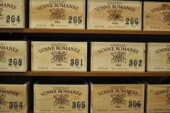 木箱の収納ボックスの様子。ワイン箱を使っているのだとか。(2012-12-07,共用部,KITCHEN,2F)