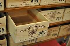 木箱は調味料等を入れるのにピッタリなサイズです。(2012-12-07,共用部,KITCHEN,2F)