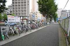 駅の近くには自転車置場があります。(2015-08-20,共用部,ENVIRONMENT,1F)