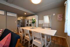 ダイニングテーブルの奥はキッチンです。(2018-05-22,共用部,LIVINGROOM,2F)