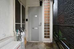玄関ドアの様子。(2020-09-03,周辺環境,ENTRANCE,1F)