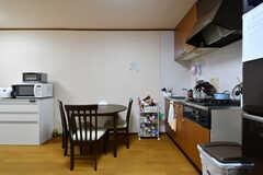 リビングの様子。キッチンが併設されています。(2020-09-03,共用部,LIVINGROOM,2F)