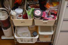 専有部ごとに食材を保管しておけるカゴの様子。(2020-09-03,共用部,KITCHEN,2F)