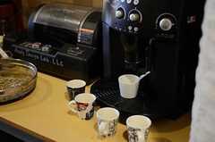 エスプレッソマシンで濃厚なコーヒーを味わいます。(2012-11-27,共用部,LIVINGROOM,1F)
