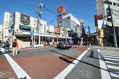 東急大井町線側の通りはチェーン店が並びます。(2012-11-27,共用部,ENVIRONMENT,1F)