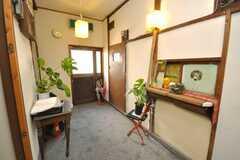 シェアハウスの内部から見た玄関周りの様子。靴でそのまま入るスタイル。(2009-01-13,周辺環境,ENTRANCE,1F)
