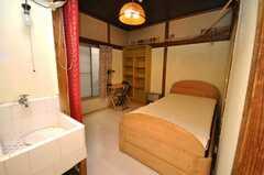 専有部の様子。どの専有部も入るとすぐに洗面台がある。(219号室)(2009-01-13,専有部,ROOM,2F)
