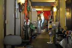 廊下は良い意味で生活感が漂います。(2012-12-28,共用部,OTHER,2F)