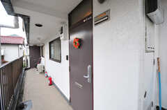 シェアハウスの正面玄関。マンションの1室がシェアハウスです。(2012-05-28,周辺環境,ENTRANCE,2F)