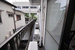 ベランダは、202号室から205号室まで繋がっています。(202号室)(2012-05-28,専有部,ROOM,2F)