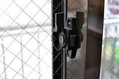 窓の鍵の様子。(205号室)(2012-05-28,専有部,ROOM,2F)