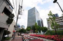 シェアハウスからJR各線・大崎駅へ向かう道の様子2。(2012-05-28,共用部,ENVIRONMENT,1F)