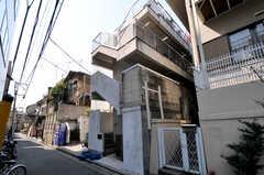 マンションの外観。1フロアがシェアハウスです。(2011-03-31,共用部,OUTLOOK,1F)