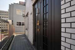 シェアハウスの正面玄関。(2011-03-31,周辺環境,ENTRANCE,3F)