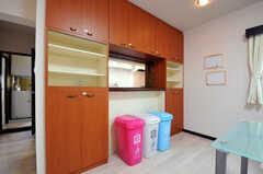 リビングにはゴミ箱があります。(2011-03-31,共用部,LIVINGROOM,3F)