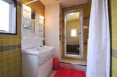脱衣室に設置された洗面台の様子。(2011-03-31,共用部,OTHER,3F)