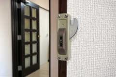 専有部から見た鍵の様子。(301号室)(2011-03-31,専有部,ROOM,3F)