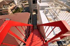屋上からみた階段の様子。少し急です。(2011-03-31,共用部,OTHER,4F)