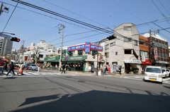 シェアハウスから京急本線・青物横丁駅へ向かう道の様子。(2011-03-31,共用部,ENVIRONMENT,1F)