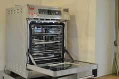 コンベクションオーブンも置かれています。(2014-05-22,共用部,KITCHEN,1F)