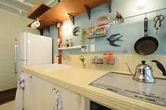 作業台は綺麗なイエローのタイル。(2013-05-21,共用部,KITCHEN,1F)