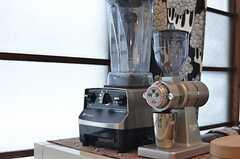 ミキサーとコーヒーグラインダー。(2013-05-21,共用部,KITCHEN,1F)