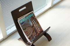 旅行系雑誌がちらり。(2015-03-13,共用部,LIVINGROOM,2F)