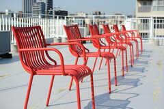 屋上には椅子が用意されています。(2015-03-13,共用部,OTHER,4F)