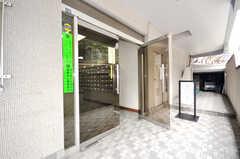 マンションの正面玄関。(2009-06-25,周辺環境,ENTRANCE,1F)