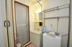 洗面台、洗濯機の様子。(2009-06-25,共用部,LAUNDRY,9F)