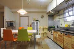 右手がキッチンです。(2013-07-18,共用部,LIVINGROOM,4F)