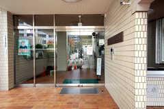 シェアハウスの正面玄関。(2008-11-07,共用部,OUTLOOK,1F)